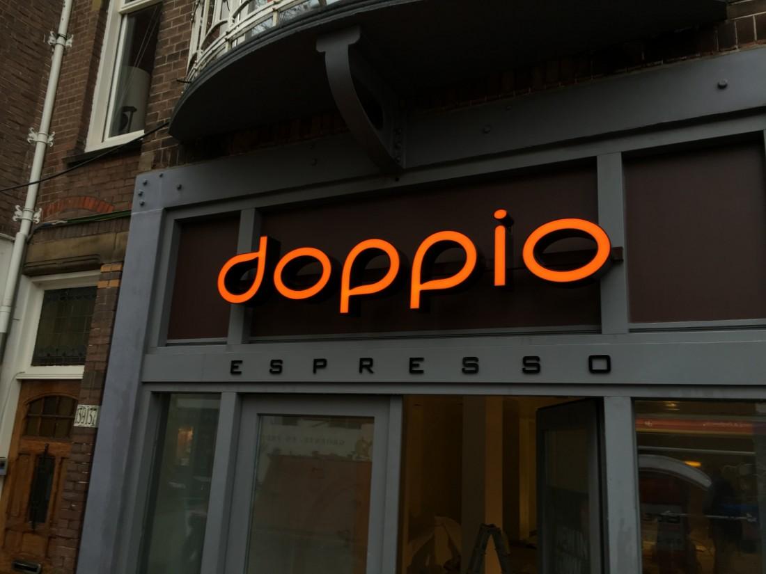 Doppio_Espresso_Den Haag_LED_doosletters_en_acrylaat_letters