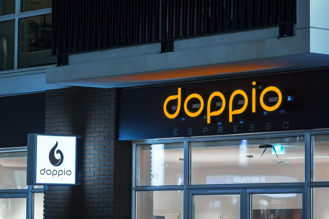 LED_doosletters_haakse_LED_lichtbak_Doppio_Espresso_Nijmegen_lichtreclame